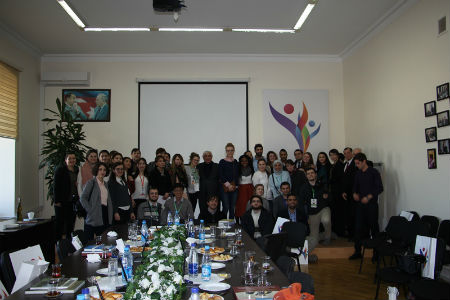 Kamal Abdullayev  qış məktəbinin iştirakçıları ilə görüşüb/ MANERA.AZ