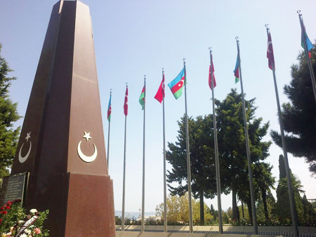 Zəfər bayramında Türk Şəhidliyi ziyarət edildi
