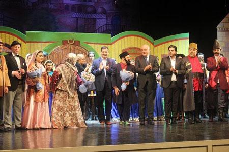 Türkiyənin səfiri və iş adamları Musiqili Teatrda