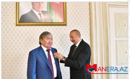 """Prezident Oljas Süleymenova """"Şərəf"""" ordenini təqdim edib"""