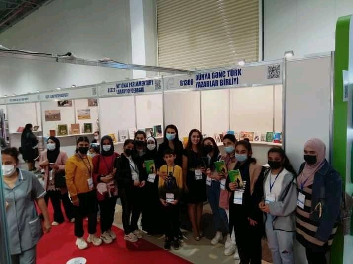 """""""Hərənin öz romanı"""" kitabının imza günü keçirilib - Fotolar"""